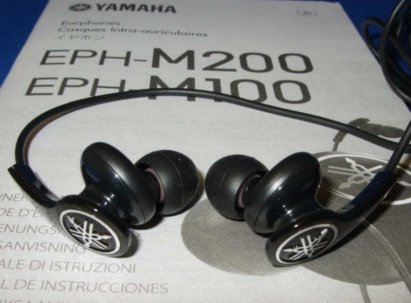 yamaha_m100_earphones_on_the_manual_600p